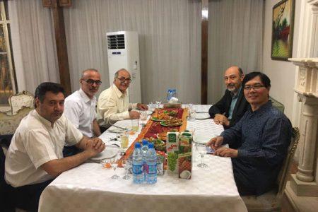 سیمون سیمونیان روبروی قربان محمدپور و اصغر هاشمی در سفر به تایلند