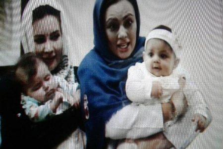 یکتا ناصر به همراه فرزندش سوفیا، خواهر و خواهرزاده اش سیلوانا در سکانسی از «عاشقانه»